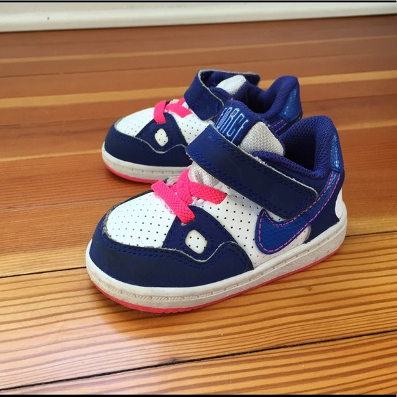 Nike Toddler Girls Force Sneaker Size 4